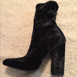 Shoes - Cape Robbin Black velvet booties